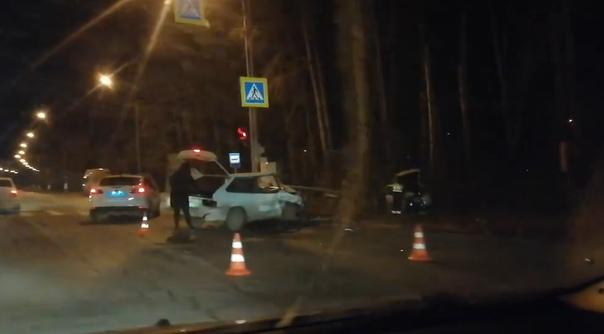 """""""Шесть аварий за день"""". Не все тюменцы знают о новой схеме движения на перекрестке Червишевского тракта и ул. Ю.Семовских"""