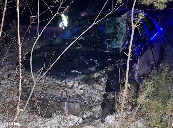 Ford выкинуло с трассы Екатеринбург - Тюмень, водитель погиб