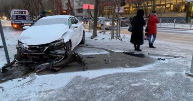 В утренней аварии на Одесской пострадала пассажирка такси