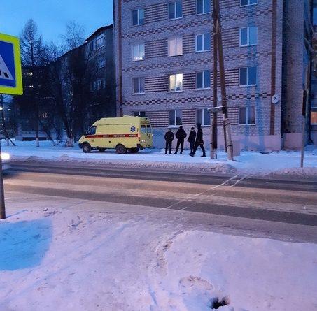 В Боровском из окна на пятом этаже выпал 78-летний пенсионер