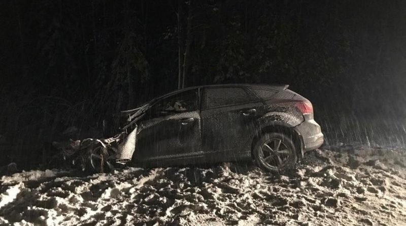 Под Тобольском Ford Focus залетел под фуру, водитель погиб