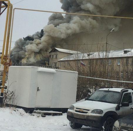 Крупный пожар на Бабарынке: горит спорткомплекс на территории ИК-19