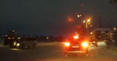 Микроавтобус протаранил трактор на перекрестке в Ноябрьске. ВИДЕО