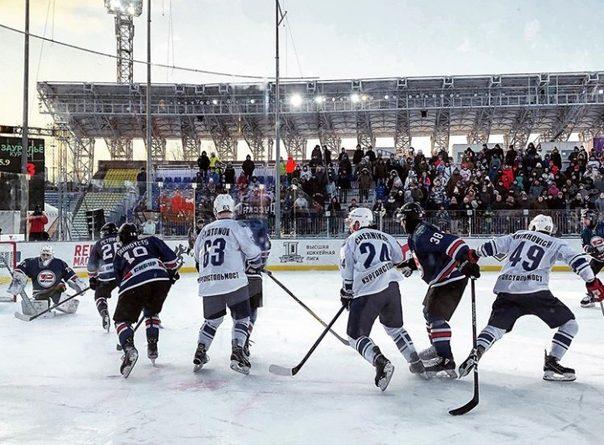 """В Тюмени при 15-градусном морозе прошел хоккейный матч """"Русской классики"""". ФОТО"""