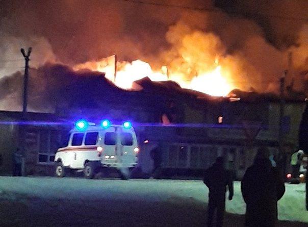 """Крупный пожар в Червишево: сгорел торговый центр """"Лето"""" и супермаркет """"Магнит"""""""