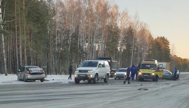 Лобовая авария на Ялуторовском тракте. ФОТО, ВИДЕО очевидцев