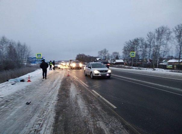 Утром на трассе у Боровского Mercedes сбил насмерть пешехода