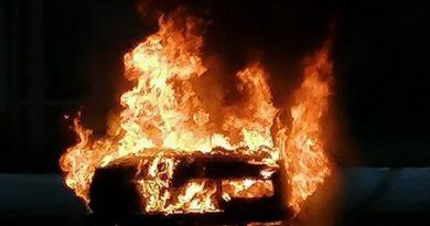 Два пожара, три сгоревших автомобиля за несколько часов в Тюмени. ФОТО, ВИДЕО очевидцев