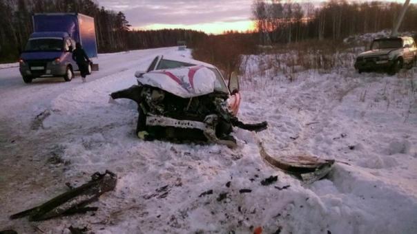 В жесткой аварии под Нижней Тавдой пострадали четыре человека