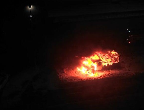 """В Тюмени """"Газель"""" сгорела после столкновения с другим грузовиком"""
