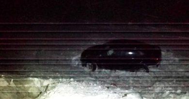 """Под Тобольском женщина на """"Солярисе"""" не смогла обогнать """"Ниссан"""" и врезалась во встречный автомобиль"""