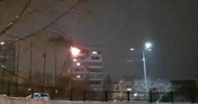 """Подробности пожара в девятиэтажке на Логунова: """"Вскрывали квартиру, дверь долго не поддавалась..."""""""