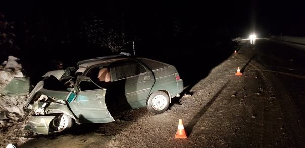 В лобовом столкновении ВАЗов на трассе Сургут-Когалым погибли двое, ранены пять человек