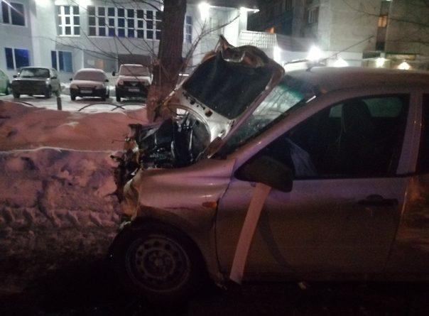 """В ночной аварии на """"Электроне"""" получили травмы пять человек"""