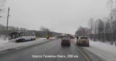 Смертельное ДТП трассе Тюмень - Омск: Mitsubishi на встречке протаранил рейсовый автобус