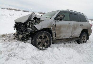 Смертельное ДТП на трассе Тюмень - Омск: малолитражка залетела под встречный Land Cruiser