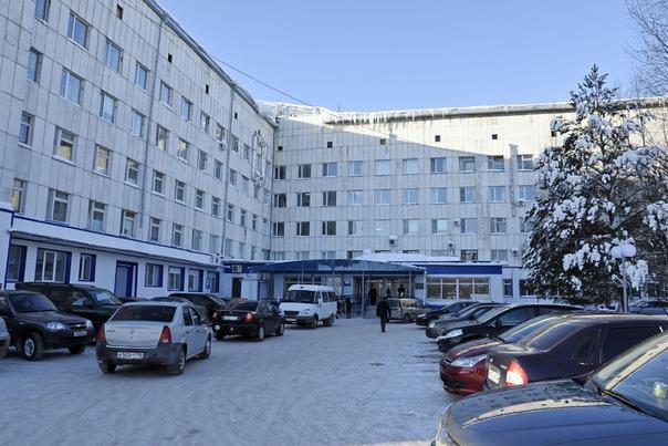 В тобольской больнице скончался пациент. Очевидцами того, как мужчина бился в конвульсиях, стали люди в приемном отделении. Для них увиденное стало шоком, они поспешили обвинить в гибели человека врачей.