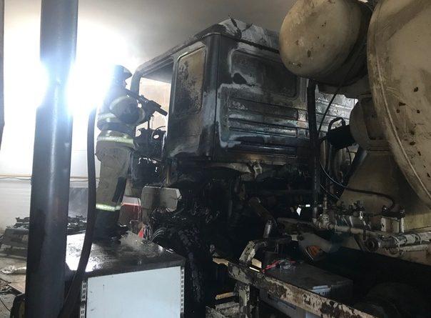 В арочнике на Чекистов загорелась бетономешалка, в огне пострадал тушивший ее тюменец