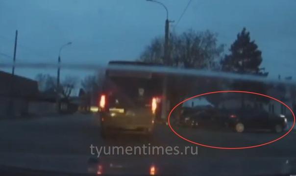 Тюменец догнал уехавшего с места ДТП виновника аварии и зафиксировал его госномер. ВИДЕО