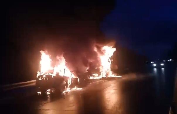 «Приора» с «америкой» лоб в лоб». Огненное ДТП на трассе Тюмень — Ханты-Мансийск