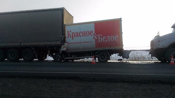 Жуткая авария на трассе Тюмень-Омск: фургон КБ зажало между газовозом и фурой, водитель погиб