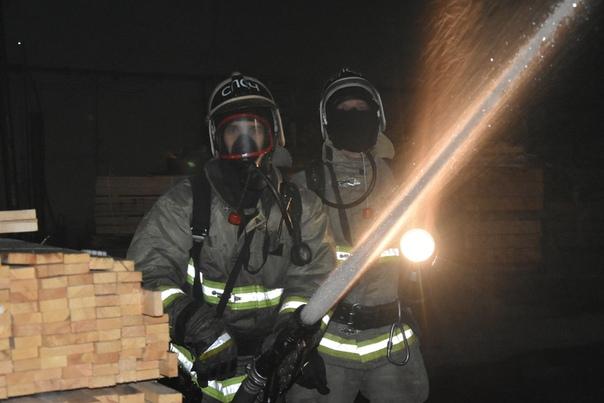 Как тушили крупный пожар на Камчатской. ФОТО от пресс-службы МЧС
