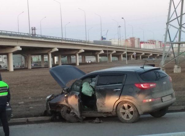 Разбитый Kia Sportage на тюменском кольце. ФОТО очевидцев