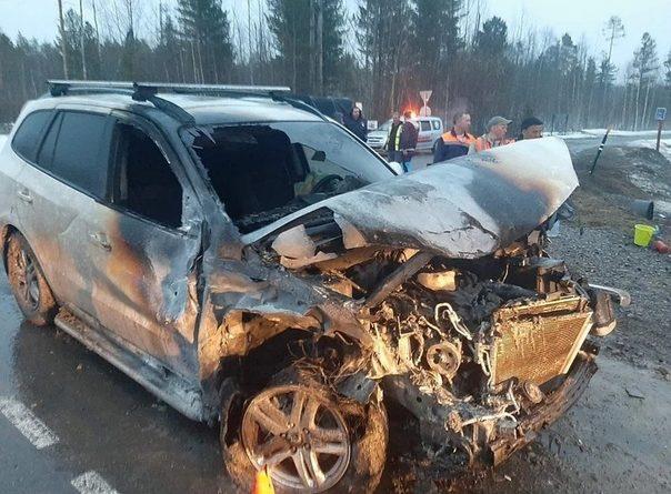 На трассе под Уватом от удара сгорели две машины