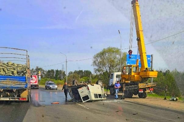 """В Тобольске перевернулся УАЗ-""""буханка"""", после чего развалился. Пострадали пассажиры"""