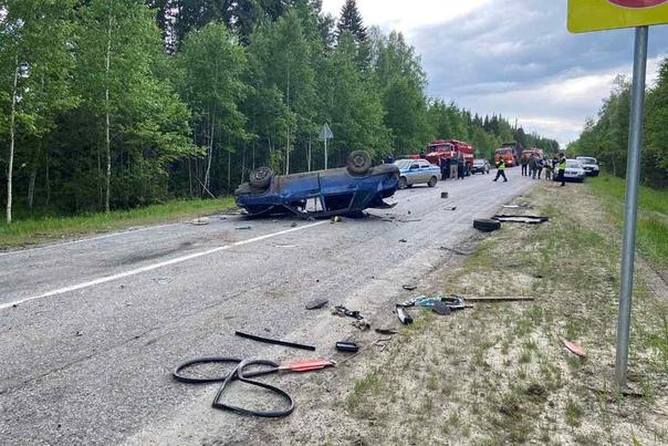 На трассе под Вагаем 99-я налетела на километровый столбик и перевернулась, погибла пассажирка