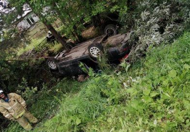 """Трагедия в Вагае: водителя """"Приоры"""" придавило перевернувшимся автомобилем"""