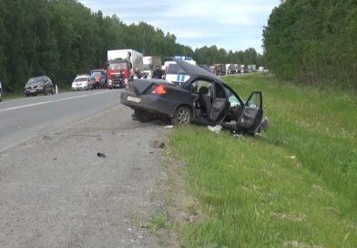 На трассе под Пышмой легковушка влетела под грузовой MAN, водитель погиб