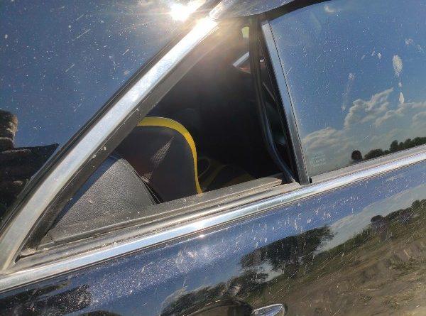В Ялуторовске годовалый малыш случайно закрылся в машине на солнцепеке