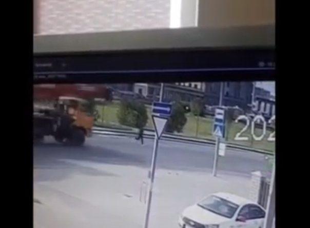 """Опубликовано видео трагедии в """"Преображенском"""", где автокран сбил 15-летнюю девушку"""