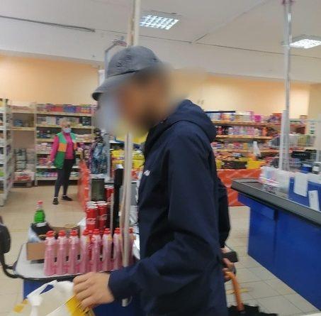 В Тобольске покупатель открыл стрельбу в магазине после того, как его отказались обслуживать без маски
