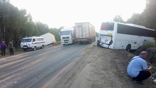 Ехавший из Тюмени в Крым автобус не доехал до моря. Помешал зерновоз