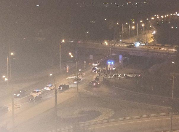 Ночью байкер влетел в бетонное ограждение под пермяковским мостом