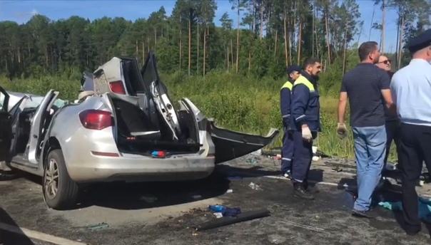 Два человека погибли в жуткой аварии под Ханты-Мансийском
