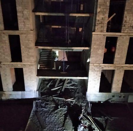 ЧП в Когалыме: четверо рабочих упали с шестого этажа строящегося колледжа