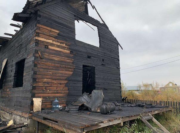 """Утром скончались два ребенка, которых вынесли из горящего дома в СНТ """"Малинка"""""""