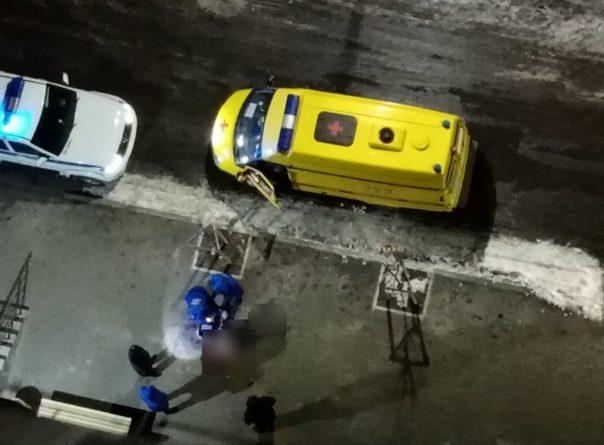 Ночная трагедия в тюменской Зареке: из окна высотки выпала девушка
