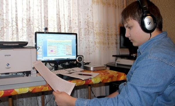"""Тюменские старшеклассники остаются на """"дистанционке"""" до 15 января. Но не все. 11-классники с 7 декабря отправляются в школу готовится к ЕГЭ"""