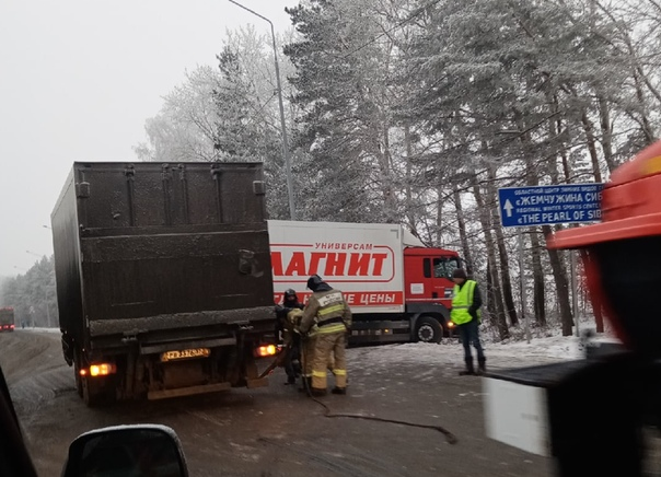 """Утром на Московском тракте фура """"Магнита"""" ушла в кювет"""