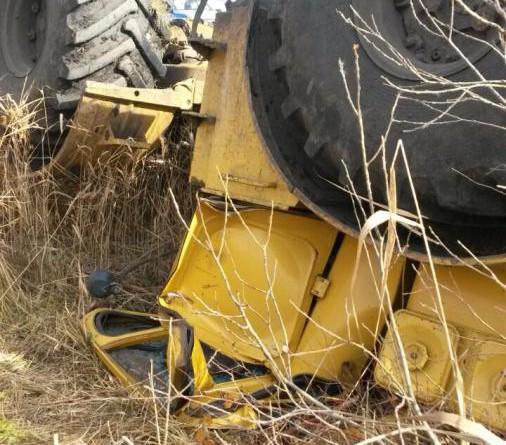На армизонской проселочной дороге перевернулся К-700, водитель погиб -  TyumenTimes новости Тюмени