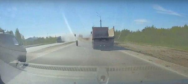 фура потеряла колеса в Тобольске