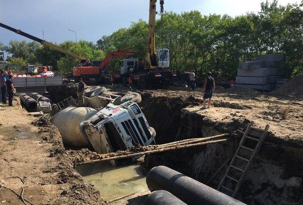 На 30 Лет Победы перевернулась бетономешалка
