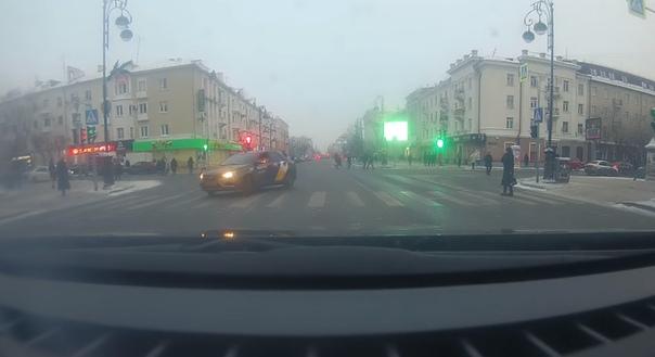 яндекс-такси в центре Тюмени