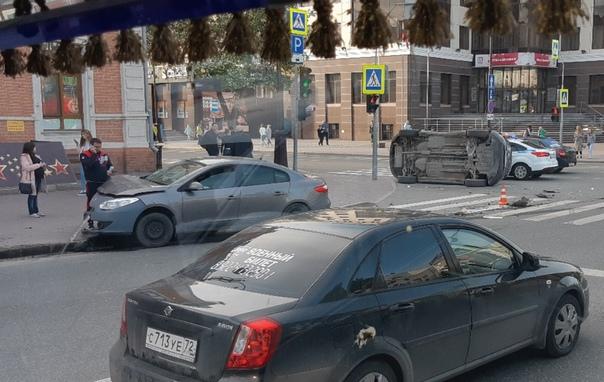 авария в центре Тюмени