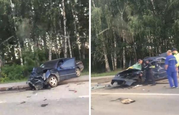 Пять человек получили ранения в жесткой аварии на улице Дружбы в Тюмени