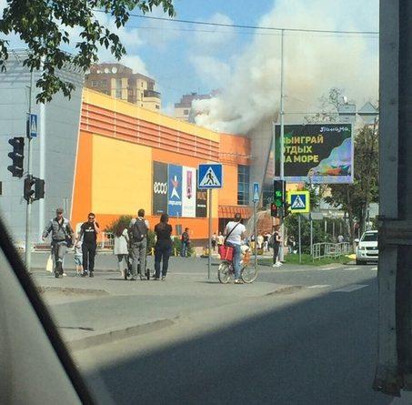 """Пожар в """"Гудвине"""" и последующая эвакуация. ФОТО, ВИДЕО очевидцев"""